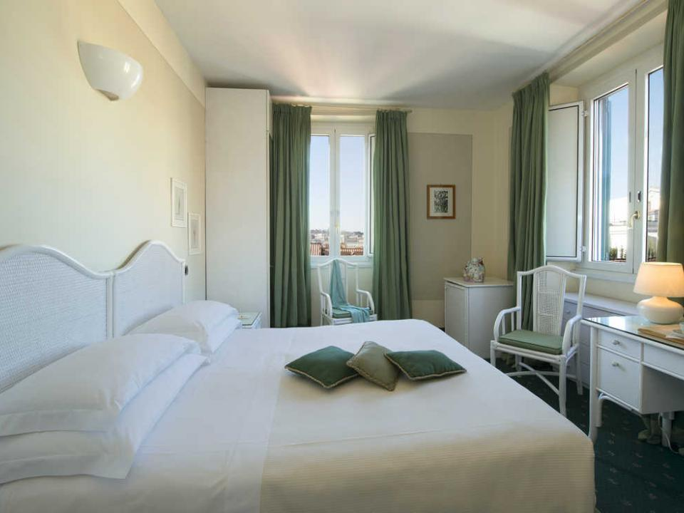 Suite 3 Star Hotel Gregoriana in the Centre of Rome