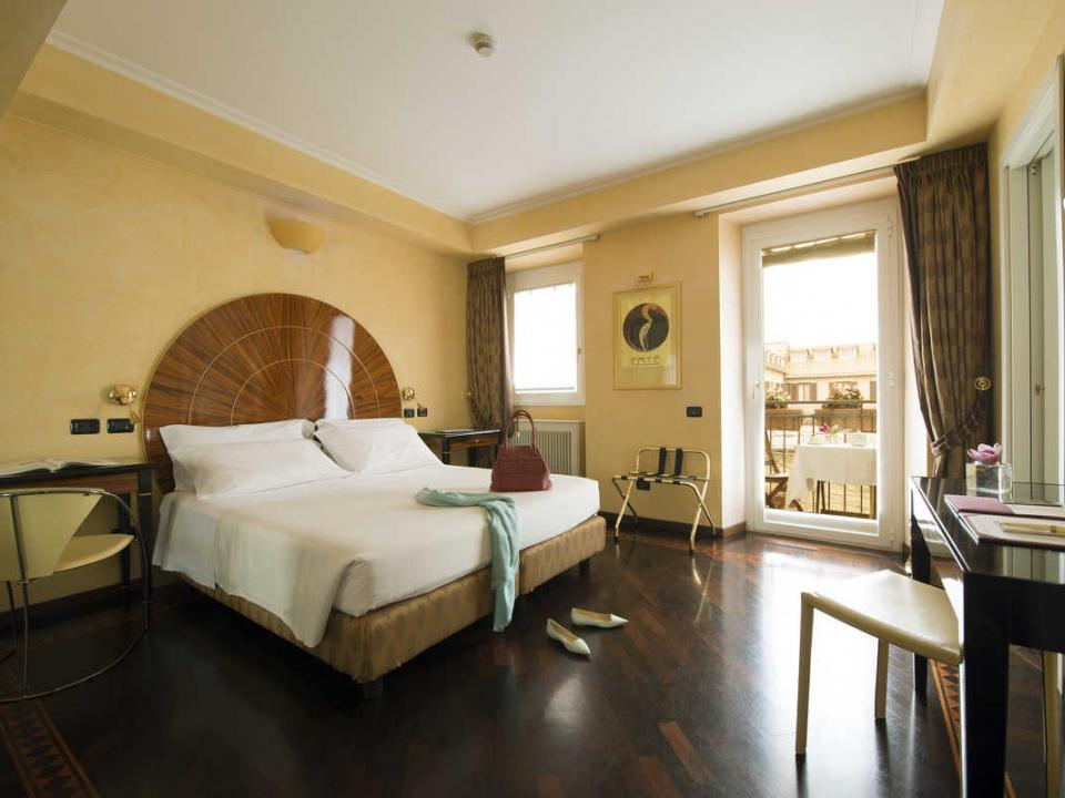 Double Room with Balcony 3 Star Hotel Gregoriana in the Centre of Rome