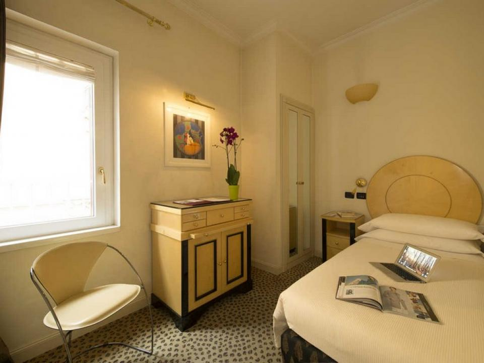 Single Room 3 Star Hotel Gregoriana in the Centre of Rome
